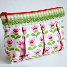 Sewing video tutorial and pattern for Susie cosmetic bag