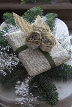 Easy and Creative DIY Gift Wrap Ideas - Newspaper Wrapping and Roses - Click Pic for 25 Gift Wrapping Ideas for Christmas Christmas Gift Wrapping, Christmas Presents, Holiday Gifts, Christmas Crafts, Christmas Decorations, Christmas Packages, Christmas Music, Hostess Gifts, Merry Christmas