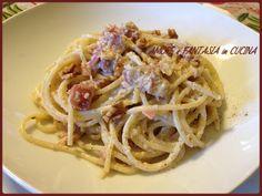 La pasta con crema dinocie speck è un primo piatto veloce, facile e gustoso.