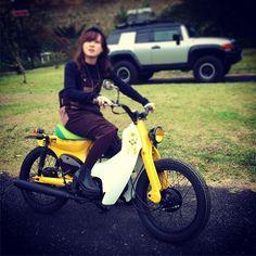 Scooter Design, Honda Cub, Scooter Girl, Honda Motorcycles, Lady Biker, Mini Bike, Cub Scouts, Cycling Bikes, Custom Bikes