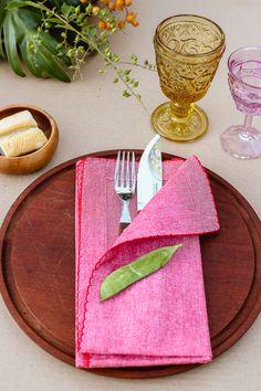 Si hay mucho viento, y es una comida informal podes evitar que se vuelen las servilletas poniendo los cubiertos dentro de las mismas.