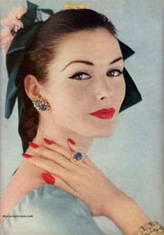 Vogue May 1956 - Lucinda Hollingsworth photo by Karen Radkai via myvinatgevogue.tumblr.com
