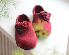 Burgund Frauen Hausschuhe, handgemachte Schuhe, Wolle Filz Hausschuhe, Lauflernschuhe, Pantoffeln, Filzwolle Clogs, dunkle rote Pantoffeln Weihnachtsgeschenk