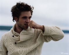 I'm really attracted to one thing in this photo. Vanity Fair November Bruce Weber's portraits of Robert Pattinson Robert Pattinson, Robert Redford, Cable Sweater, Men Sweater, Cable Knit, Aran Sweaters, Irish Sweaters, Men's Cardigans, Aran Jumper