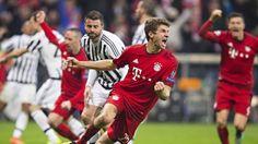 Fußball kann so grausam sein: Bayern-Star Thomas Müller jubelt über sein Tor zum Ausgleich, Juve trauert. (Quelle: imago/Moritz Müller)