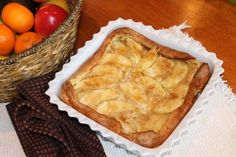 Apple Puffed Pancake ~ this looks so good! Perfect for a fall breakfast. Bet it makes your home smell a-mazing! #fallisintheair #applerecipes