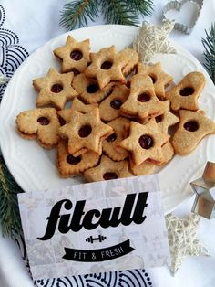 Linecké koláčky na Vánoce nemohou chybět! Připrav si zdravější verzi s nižším množstvím kalorií (Recept) Gingerbread Cookies, Waffles, Fresh, Breakfast, Desserts, Christmas, Food, Gingerbread Cupcakes, Morning Coffee