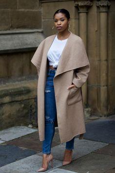 Bloggerin Shirley von Shirley's Wardrobe mag's gerne schick. Im Mittelpunkt ihres Street-Styles steht der Oversize-Mantel (von Zara), den sie zu High-Waist