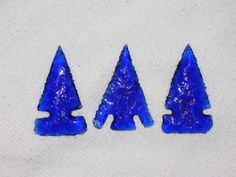 Tutorial on how to make arrowheads out of glass bottle bottoms. These are lovely!