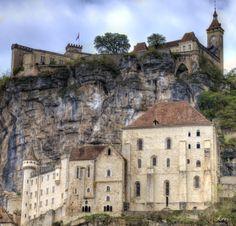 village de Rocamadour dans le Lot Rocamadour France, Barcelona Cathedral, Mansions, House Styles, Building, Travel, Home, Beautiful Places, Viajes