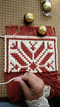 Macrame Design, Macrame Art, Macrame Projects, Macrame Knots, Crochet Projects, Diy Projects, Macrame Wall Hanging Patterns, Macrame Patterns, Micro Macramé