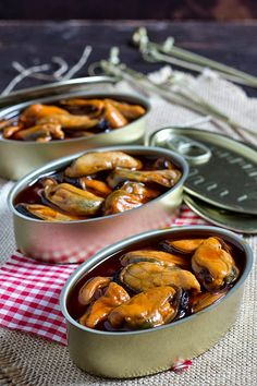 Hot pickled Mussels by Hierbabuena en la cocina Spanish Tapas, Spanish Food, Spanish Recipes, Seafood Recipes, Mexican Food Recipes, Ethnic Recipes, Restaurants, Good Food, Yummy Food