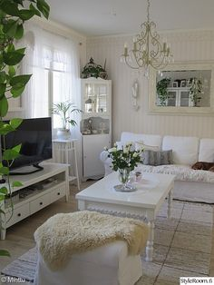 The 3 Pieces of Furniture Essential for a Shabby Chic Bedroom – We Shabby Chic French Country Living Room, Living Room White, White Rooms, Home Living Room, Apartment Living, Living Room Designs, Living Room Decor, Shabby Chic Living Room Furniture, Home Furniture