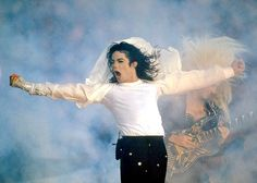 Michael Jackson - Super Bowl XXVII (1993). Theme: Heal The World