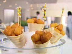 Le patate dauphine sono una ricetta francese perfetta per uno stuzzichino o un finger food. Luca Montersino ci svela come realizzare le patate delfino.