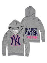 it doesn't get any cuter. i WANT THIS BAD. yankeeees and victorias secret in one.