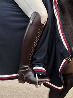 This is so freaking cool horse riding clothes
