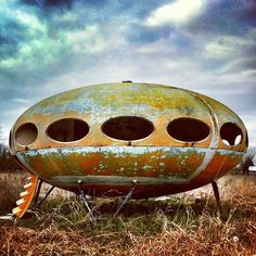 This abandoned Futuro House is very cool. Located northeast of Dallas, Texas, near the towns of Royse City and Quinlan, off Highway 276. by MOLLYBLOCK, via Flickr