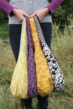 Runaround Bag Pattern :: great for Christmas presents, longer handle for cross body bags, I love these bags!