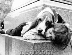 boy-sleeping-avec-dog.jpg (600 × 458)