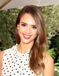 Babylights on Jessica Alba Jessica Alba Style, Summer Hairstyles, Diy Hairstyles, Hairstyle Ideas, Holiday Hairstyles, Brown Hair Colors, Hot Hair Colors, Light Golden Brown Hair, New Hair Trends
