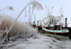 Bateaux de pêche en Allemagne, l'hiver. Mer du Nord