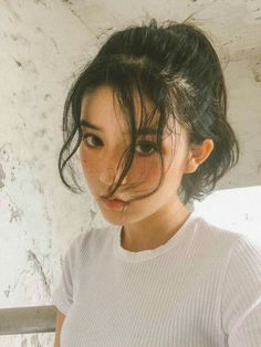 Image uploaded by yuumi. Find images and videos about girl, beauty and asian on We Heart It - the app to get lost in what you love. Portrait Photos, Portrait Photography, Makeup Photography, Fashion Photography, Photography Styles, Aesthetic Hair, Aesthetic Makeup, Daddy Aesthetic, Aesthetic Fashion