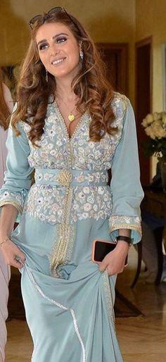 Abaya Style, Morrocan Kaftan, Moroccan, Abaya Fashion, Lovely Dresses, Traditional Outfits, Beautiful Women, Abayas, Clothes For Women