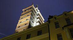 Sokos Hotel Torni iltavalaistuksessa