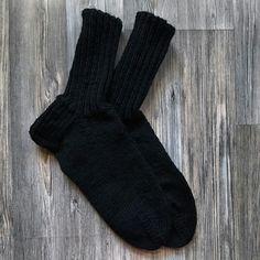 Mustat sukat koko 44.