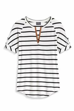 Stitch Fix Stylist: I would love to see this in my Fix. I like the simple and comfortable look of this shirt. Mode Style, Style Me, Simple Style, Stitch Fix Outfits, Stitch Fix Stylist, My Wardrobe, My Outfit, Dress To Impress, Midi Skirts