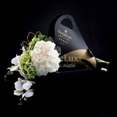 Buchet luxuriant hortensii si orhidee eleganta - cele mai frumoase buchete de flori din lume includ fara doar si poate florile regalitatii: hortensiile si florile divinitatii: orhideele Phalaenopsis Luxuriant, Ted Baker, Tote Bag, Mai, Fashion, Elegant, Lush, Moda, Fashion Styles