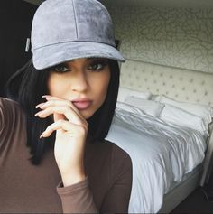 """Kylie Jenner Reveals What She Looks Like Without Her Signature """"Coffin Nails"""" - Seventeen.com"""