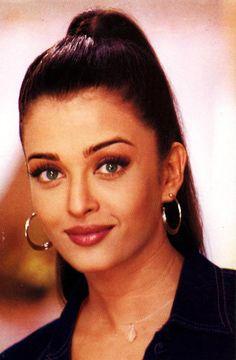 Vintage Bollywood, Bollywood Girls, Bollywood Actors, Bollywood Photos, Aishwarya Rai Young, Actress Aishwarya Rai, Aishwarya Rai Bachchan, Deepika Padukone, Beautiful Bollywood Actress