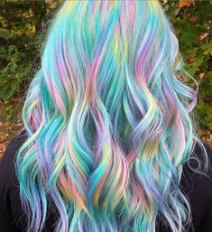 Hottest Hair Color To Try In 2019 – ombre green wavy curl haistyle with layers, Unique hair color ideas , Hair color for summer, Unique wavy hairstyle with layers for medium length hair color hair, – Farbige Haare Cute Hair Colors, Pretty Hair Color, Beautiful Hair Color, Hair Dye Colors, Hair Color Blue, Green Hair, Unicorn Hair Color, Unicorn Makeup, Wavy Curls