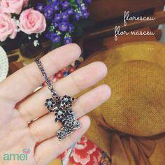 Colar amei ️ #lojaamei #etiquetaamei #bota #flor #colar #acessorio #comamor #diferente