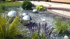 Garden wiht stainless ball