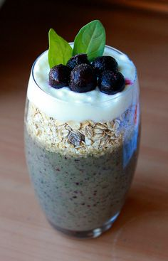 Bottom layer: Green smoothie with apple, banana, spinach, blueberries and yoghurt. Middle layer: Organic muesli. Top Layer: yogurt with blueberries