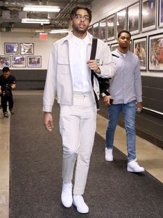 is your 2019 NBA Style Showdown champ. Hit the link in bio to see ten of the looks that helped him outduel LeBron in the finals… Nba Fashion, Fashion Killa, Fashion Outfits, Casual Outfits, Streetwear Mode, Streetwear Fashion, Hot Hockey Players, Nba Players, Wearing All Black