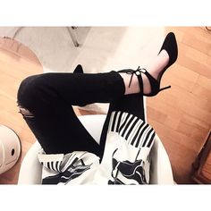 """""""Tonight's outfit, off to the Serpentine I go wearing these @lkbennettlondon beauties #ootd. #mellerobotshoes"""""""
