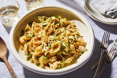 This Spicy, Buttery Crab Pasta Is Just About Foolproof - crab recipes Crab Pasta Recipes, Summer Pasta Recipes, Seafood Recipes, Cooking Recipes, Seafood Pasta, Pasta Dishes, Food Dishes, Main Dishes, Pasta Sauces