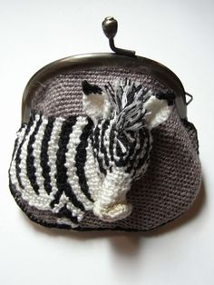 crochet zebra coin purse - no pattern Crochet Wallet, Crochet Case, Crochet Coin Purse, Crochet Purses, Knit Crochet, Crochet Zebra, Yarn Bombing, Crochet Handbags, Felt Toys