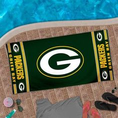 "Green Bay Packers 30"" x 60"" Logo Beach Towel - Green"