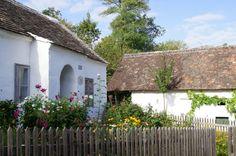 Täuferhaus mit Vorgarten im Museumsdorf Style At Home, Cabin, House Styles, Home Decor, Interesting Facts, Destinations, Traveling, Haus, Window