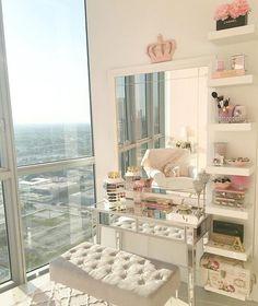 @carolinafontela_ giving us major vanity envy with this setup  #houseoflashes #lashgamestrong #inspo #makeup #vanity