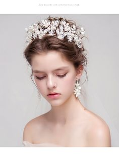 49 ideas bridal crown hairstyles for 2019 Crown Hairstyles, Bride Hairstyles, Bridal Crown, Bridal Hair, Wedding Accessories, Hair Accessories, Wedding Tiaras, Mode Simple, Hair Jewels