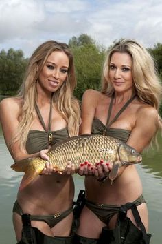 Hot chicks with a Carp! Fishing Girls, Gone Fishing, Best Fishing, Carp Fishing, Bikini Fishing, Hunting Girls, Fishing Pictures, Fishing Humor, Country Girls