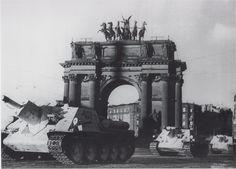 SU 85 in Berlin