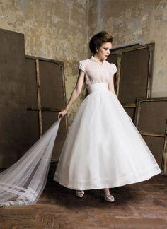 Wish it was full length!! 1950s Vintage Short Sleeves Wedding Dress