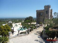 Castello vista mare con piscina in affitto settimanale, Ostuni, Puglia! http://www.apuliarentals.com/italiano/ville-e-casali-in-affitto-puglia/castello-con-piscina-vista-mare/